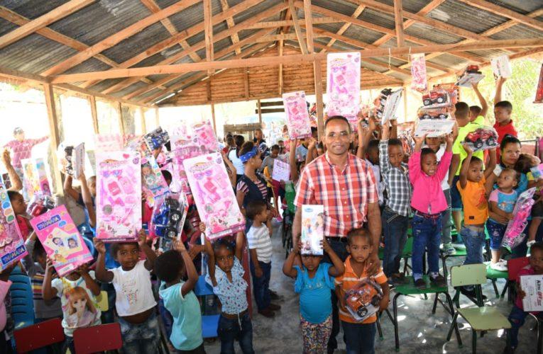 INAVI entrega juguetes educativos a miles de niños