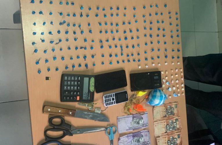 Policía ocupa 317 porciones de cocaína en SDE a 3 hombres