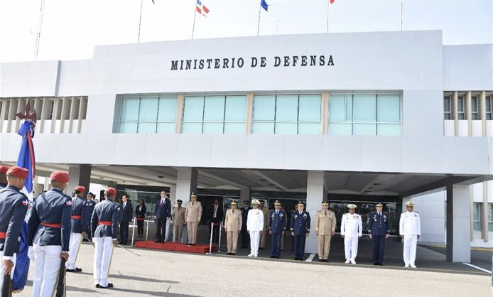Ministerio de Defensa estaría transfiriendo unos treinta millones de pesos a otras dependencias del mismo