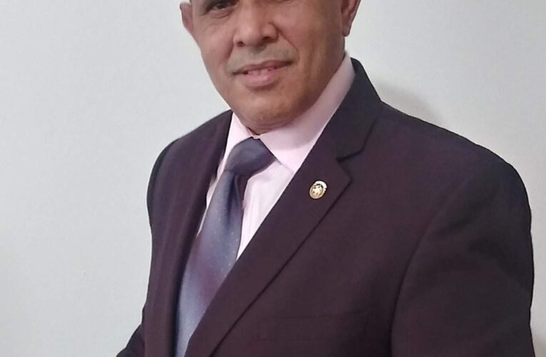 Presidente Comité prevención de Alcohol y Drogas de NY, Manuel Núñez, realiza donativo de libros